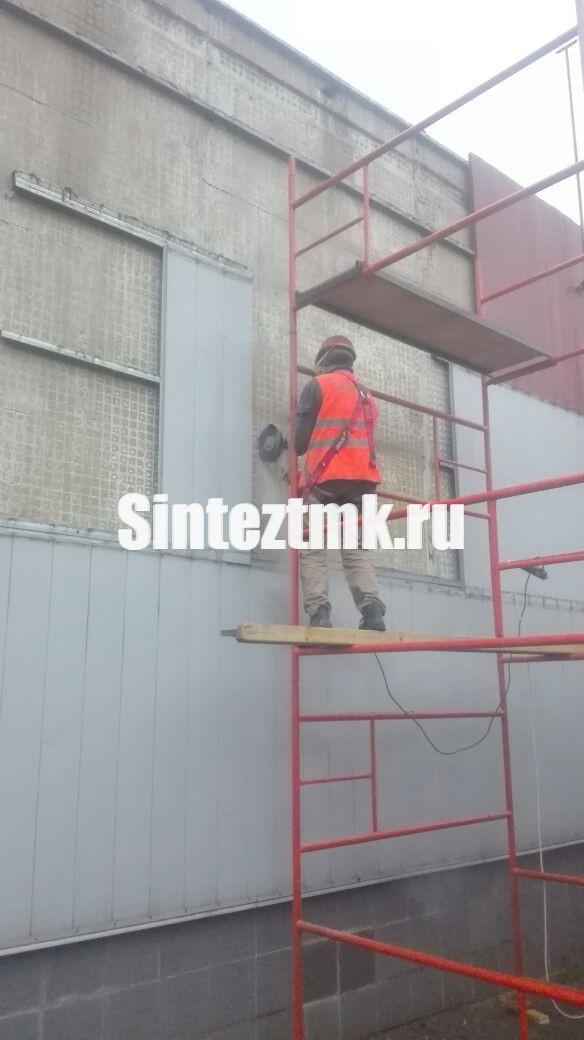 Разборка покрытия фасадов перед устройством проемов